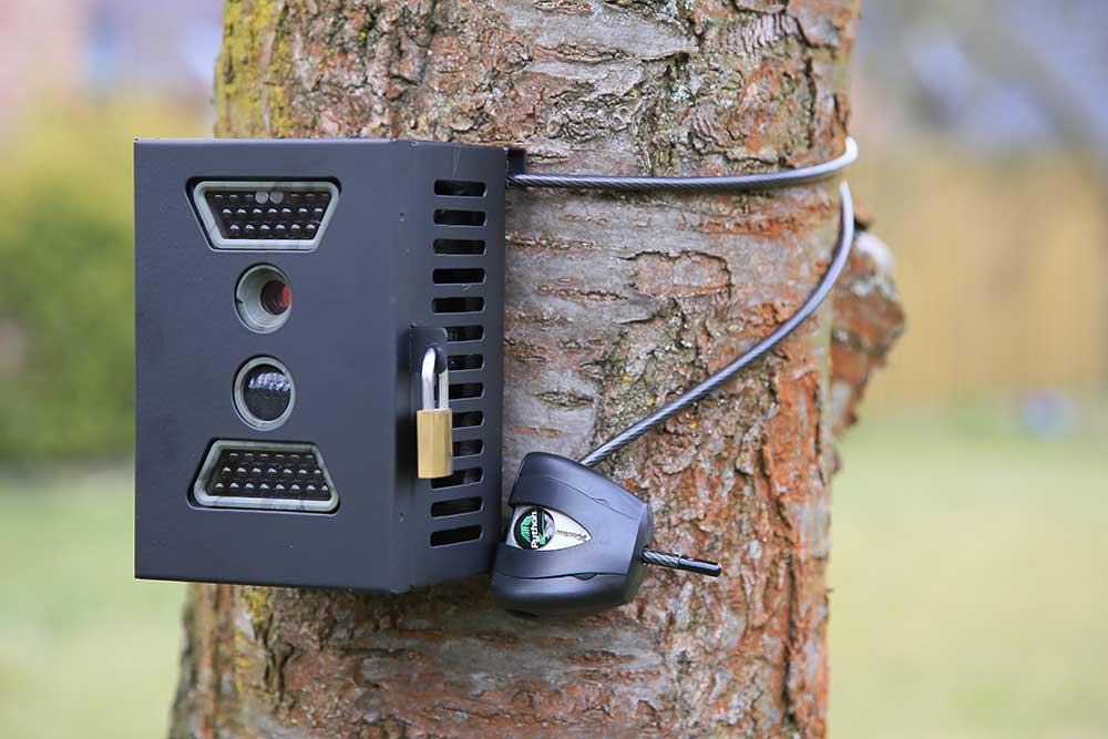 Maßgeschneidertes Metallgehäuse für eine Wild Vision Wildkamera - Bild: Wildkamera-Test.com