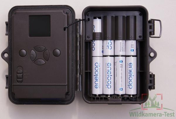 Wir betreiben die Dörr SnapShot Mini mit Eneloop Akkus, wirklich notwenidg ist das speziell bei dieser Wildkamera nicht, da die Dörr auch monatelang mit Standard Batterien vom Lebensmittel-Discounter läuft - Bild: Wildkamera-Test.com