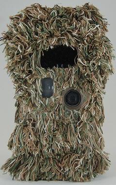 Die Wildkamera getarnt wie ein Scharfschütze - Bild: Cambush